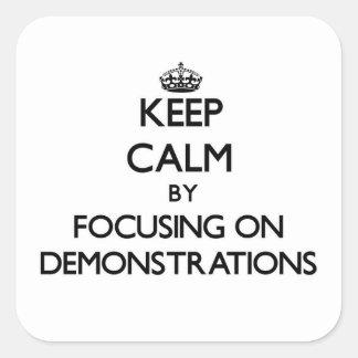Behalten Sie Ruhe, indem Sie auf Demonstrationen Quadratischer Aufkleber