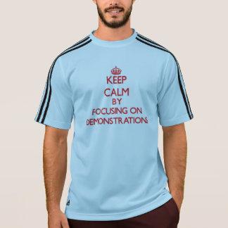 Behalten Sie Ruhe, indem Sie auf Demonstrationen Shirt