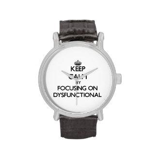 Behalten Sie Ruhe, indem Sie auf dysfunktionelles Armbanduhr