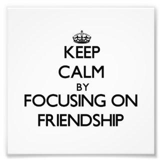 Behalten Sie Ruhe indem Sie auf Freundschaft sich