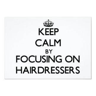 Behalten Sie Ruhe, indem Sie auf Friseure sich Einladung