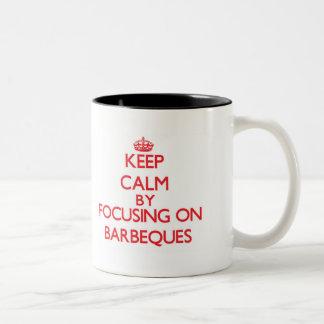 Behalten Sie Ruhe, indem Sie auf Grills sich Teetassen