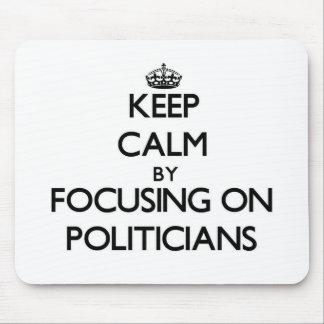 Behalten Sie Ruhe indem Sie auf Politiker sich