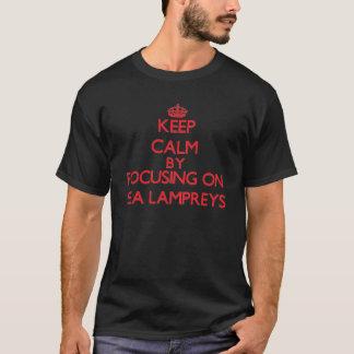 Behalten Sie Ruhe, indem Sie auf Seeneunaugen sich T-Shirt