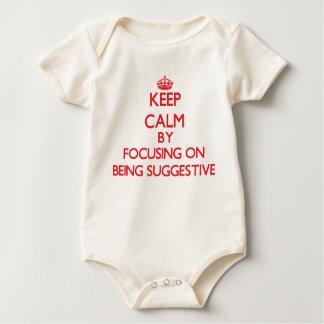 Behalten Sie Ruhe, indem Sie auf Sein andeutend Babybodys
