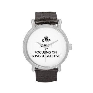 Behalten Sie Ruhe, indem Sie auf Sein andeutend Uhr