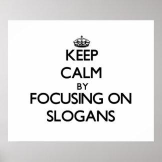 Behalten Sie Ruhe indem Sie auf Slogans sich