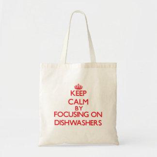 Behalten Sie Ruhe, indem Sie auf Spülmaschinen Tasche