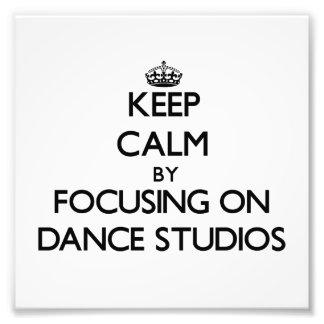 Behalten Sie Ruhe, indem Sie auf Tanz-Studios sich Kunstphotos