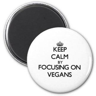 Behalten Sie Ruhe, indem Sie auf Vegans sich Kühlschrankmagnet