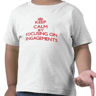 Behalten Sie Ruhe, indem Sie auf VERLOBUNGEN sich Shirts
