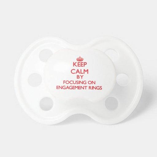 Behalten Sie Ruhe, indem Sie auf VERLOBUNGS-RINGE Baby Schnuller