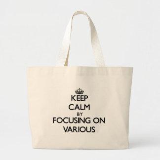 Behalten Sie Ruhe, indem Sie auf verschiedenes Einkaufstaschen