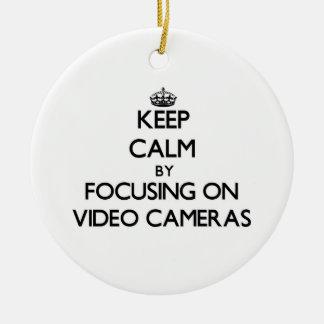 Behalten Sie Ruhe, indem Sie auf Videokameras sich Keramik Ornament