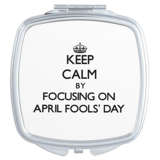 Behalten Sie Ruhe, indem Sie im April den Tag der Schminkspiegel