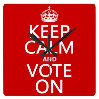 Behalten Sie Ruhe und Abstimmung an Quadratische Wanduhr