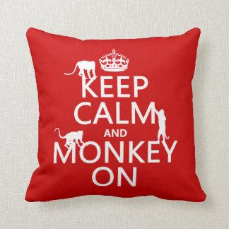 Behalten Sie Ruhe und Affen an - alle Farben Kissen