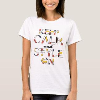 Behalten Sie Ruhe und Art auf elegantem, Chic und T-Shirt