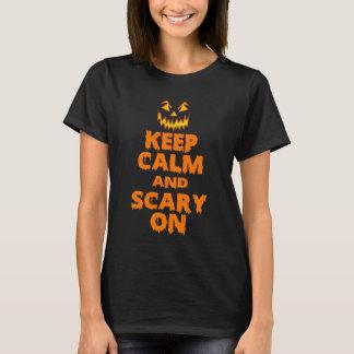 Behalten Sie Ruhe und beängstigend auf T-Shirt