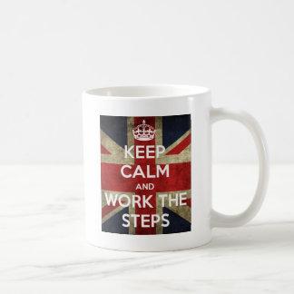 Behalten Sie Ruhe und bearbeiten Sie die Schritte Kaffeetasse