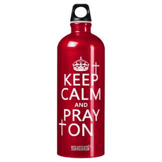 Behalten Sie Ruhe und beten Sie an - alles färbt Wasserflasche
