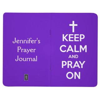 Behalten Sie Ruhe und beten Sie auf königlichem Taschennotizbuch