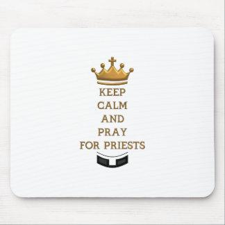 Behalten Sie Ruhe und beten Sie für Priester Mousepad