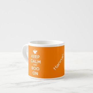 Behalten Sie Ruhe und Boo an Espressotasse