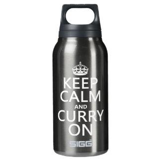 Behalten Sie Ruhe und Curry an Isolierte Flasche
