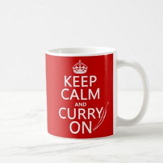 Behalten Sie Ruhe und Curry an Kaffeetasse