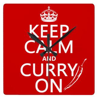 Behalten Sie Ruhe und Curry an Quadratische Wanduhr