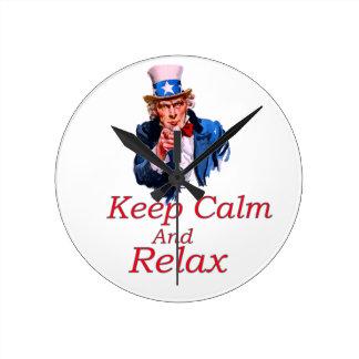 Behalten Sie Ruhe und entspannen Sie sich Runde Wanduhr