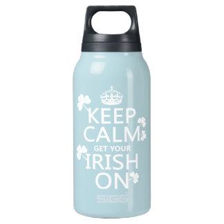 Behalten Sie Ruhe und erhalten Sie Ihre Iren auf Isolierte Flasche