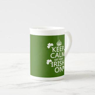 Behalten Sie Ruhe und erhalten Sie Ihre Iren auf Porzellantasse