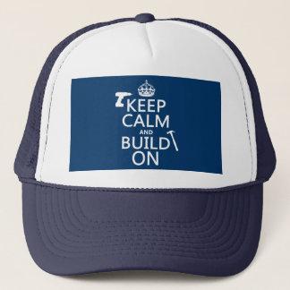 Behalten Sie Ruhe und errichten Sie auf Truckerkappe