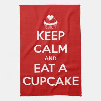 Behalten Sie Ruhe und essen Sie ein Kuchen-Rot Küchentuch