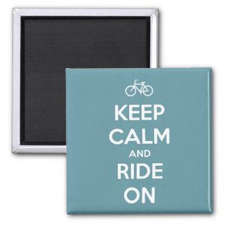 Behalten Sie Ruhe und fahren Sie auf Blau Quadratischer Magnet