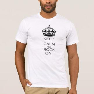 Behalten Sie Ruhe und Felsen an T-Shirt