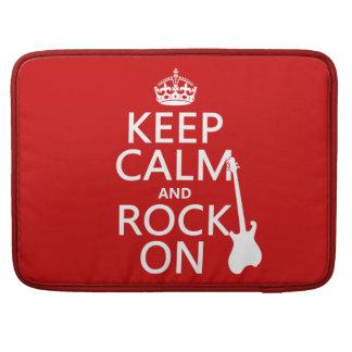 Behalten Sie Ruhe und Felsen auf (Gitarre) MacBook Pro Sleeve