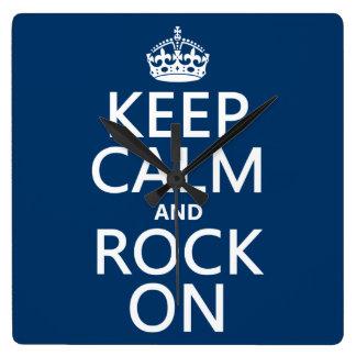 Behalten Sie Ruhe und Felsen auf (irgendeine Quadratische Wanduhr