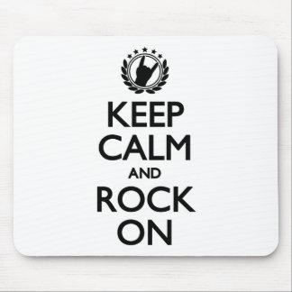 Behalten Sie Ruhe und Felsen auf schwarzem Mauspads