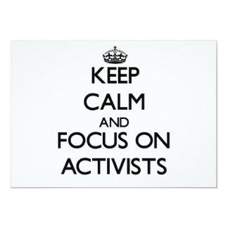 Behalten Sie Ruhe und Fokus auf Aktivisten 12,7 X 17,8 Cm Einladungskarte