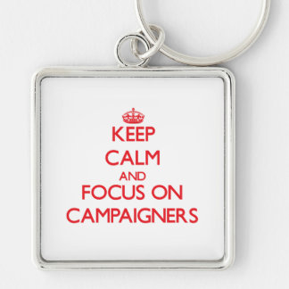 Behalten Sie Ruhe und Fokus auf Aktivisten Schlüsselanhänger