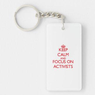 Behalten Sie Ruhe und Fokus auf AKTIVISTEN Beidseitiger Rechteckiger Acryl Schlüsselanhänger