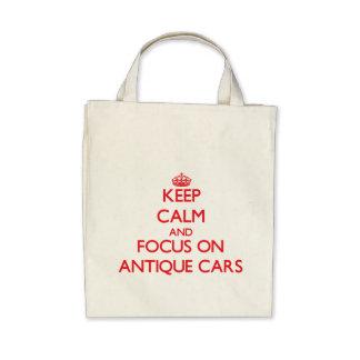 Behalten Sie Ruhe und Fokus auf antiken Autos Tragetasche