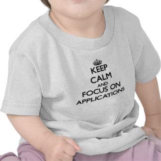 Behalten Sie Ruhe und Fokus auf Anwendungen Tshirts