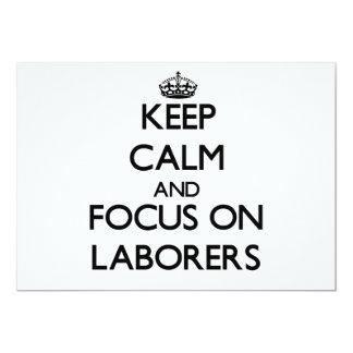 Behalten Sie Ruhe und Fokus auf Arbeitern Einladung
