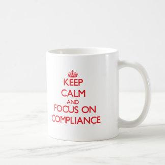 Behalten Sie Ruhe und Fokus auf Befolgung Tasse