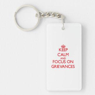 Behalten Sie Ruhe und Fokus auf Beschwerden Schlüsselanhänger