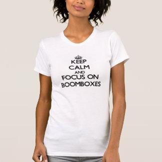 Behalten Sie Ruhe und Fokus auf Boomboxes